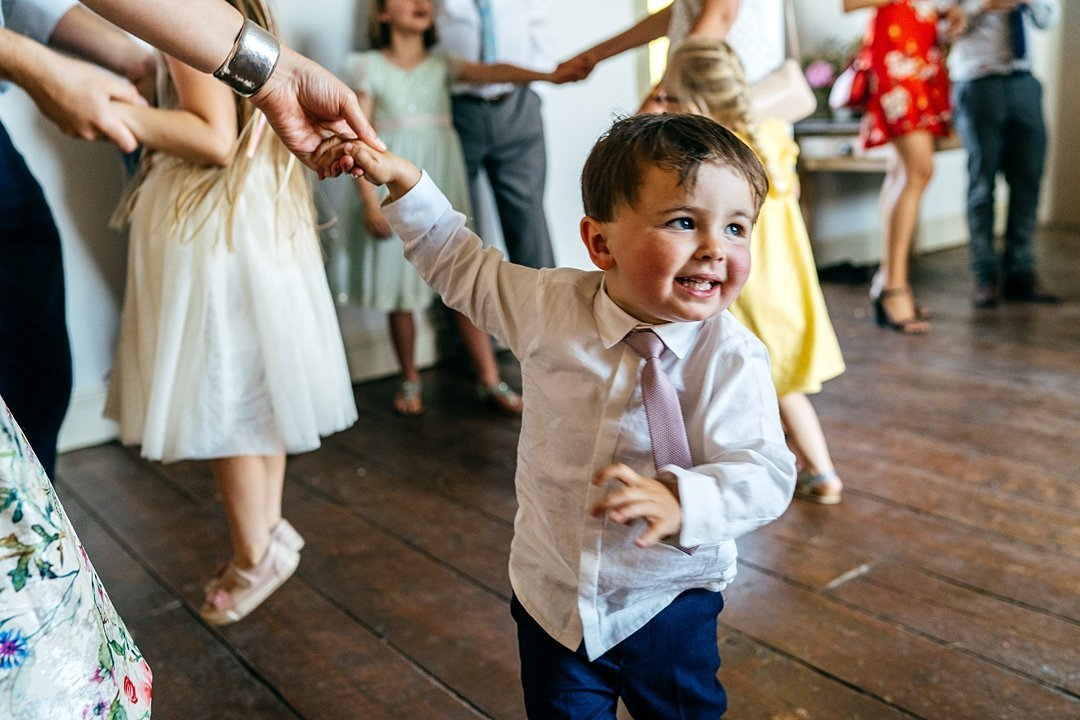Littel boy dancing on the dancefloor