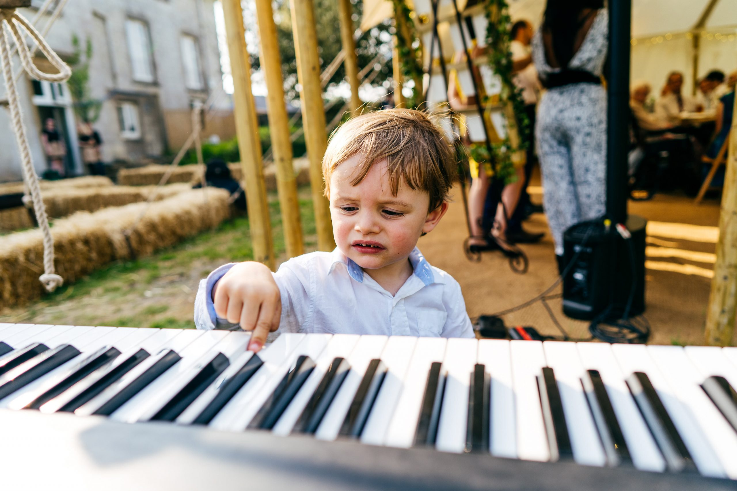 Kid plays piano during wedding speeches